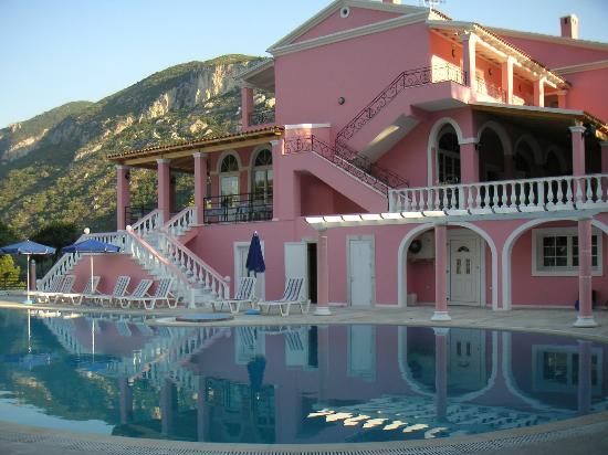 Hotel Elena Ermones: side of hotel