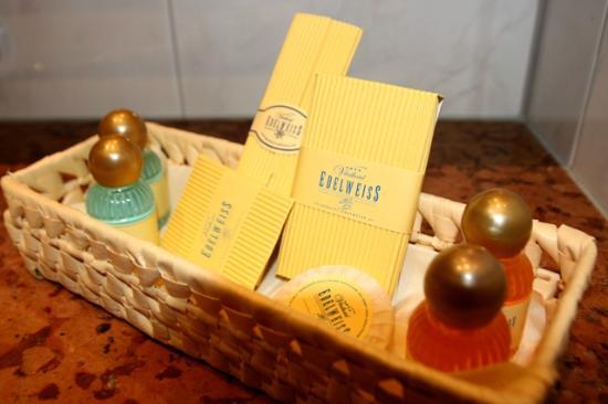 Vitalhotel Edelweiss: Complimentary bath accessories