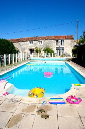 La Garenne family gites: The pool, where we spent a lot of our time