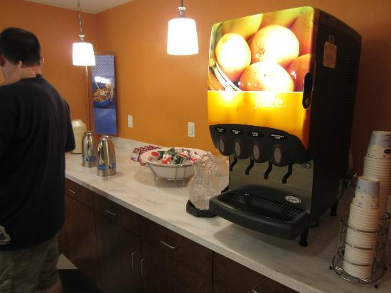 Hampton Inn & Suites Harrisburg North: Breakfast Buffet