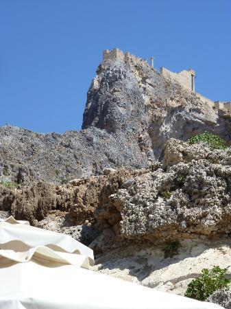 Agios Pavlos Beach (Saint Paul): vista sul castello dalla baia