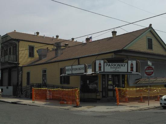 Storefront picture of parkway bakery tavern new for Parkway new orleans