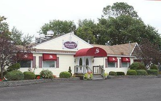 Suzanne's Fine Dining: Suzanne's Restaurant and Banquet Facility