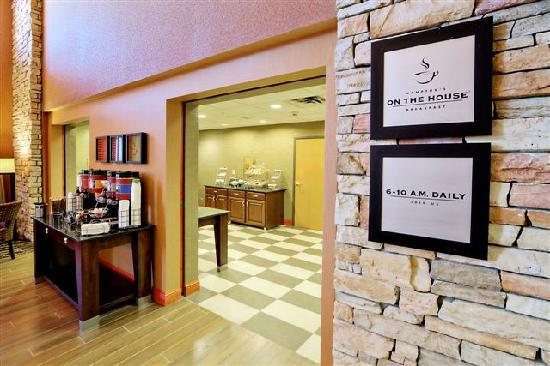 Hampton Inn & Suites Petoskey: Breakfast Area