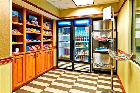Hampton Inn & Suites Petoskey: Suite Shop