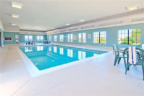Hampton Inn & Suites Petoskey: Pool