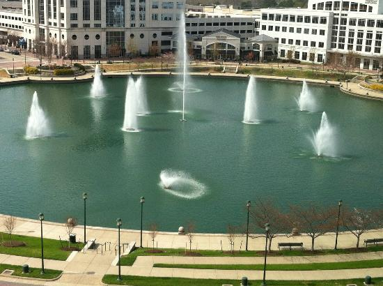 Marriott Hotel Newport News at City Center: Room view Fountain side