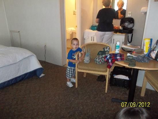 Rideau Motor Inn : another pic of the room