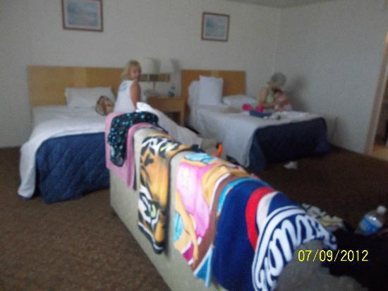 Rideau Motor Inn Room
