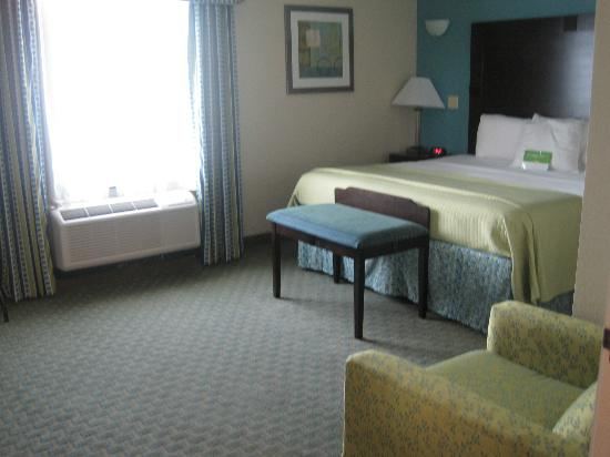 La Quinta Inn & Suites Panama City Beach Pier Park : Main room (separated with doors from other areas)