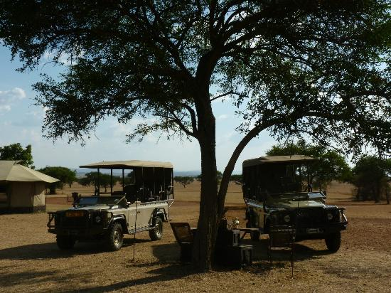 Singita Sabora Tented Camp: Getting ready for our game drive