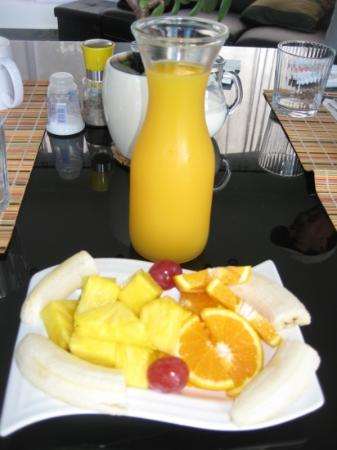 The Guest Suites at Manana Madera Coffee Estate: fruit at breakfast