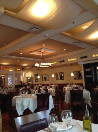 Kellari Taverna: attention for early diners needed