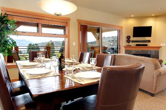 The Lake House at Chelan: A suite dining area