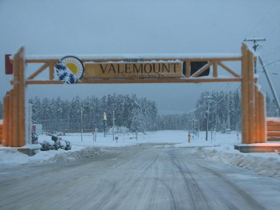 Stone Haven Inn B&B: Welcome to our town Valemount !