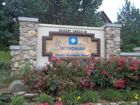 Wyndham Smoky Mountains: Wyndham sign on right