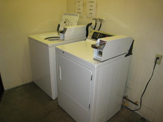 Town House Motel: Laundry Room
