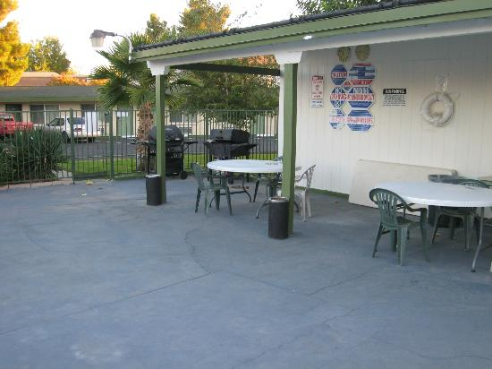 Town House Motel: Pool/BBQ