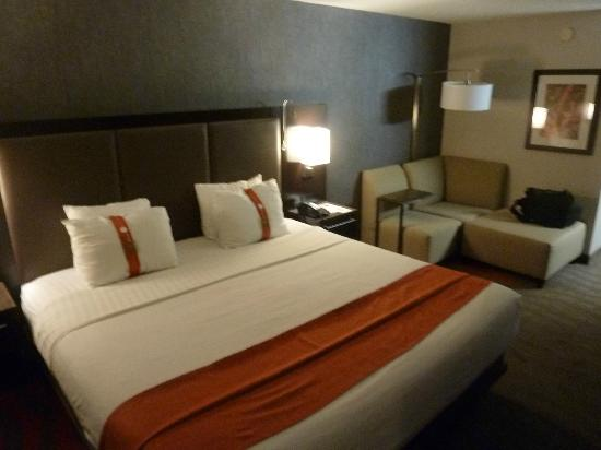Holiday Inn Newark Airport: room