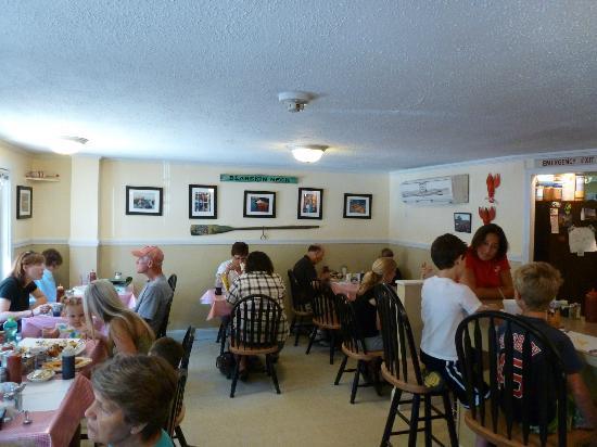 Red Skiff Restaurant: Inside of the Red Skiff