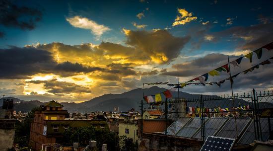 Hotel Kathmandu Terrace: Sunset from the roof of Hotel KTM Terrace
