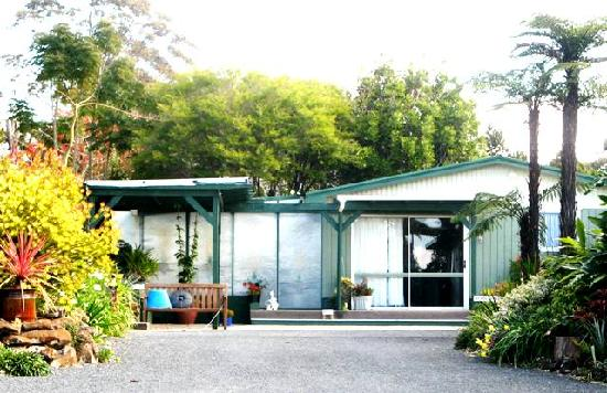 Kerikeri Holiday Cottages - Ragdoll & Black Cat: Ragdoll cottage