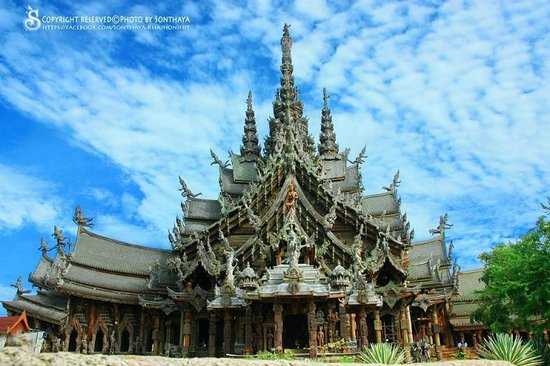 Sanctuary of Truth (Prasat Sut Ja-Tum): The bigest wooden castle in the world
