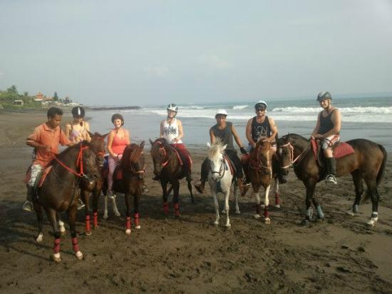 Kuda P Stables, Bali Horse Riding Experience: Group photo on the Beach!