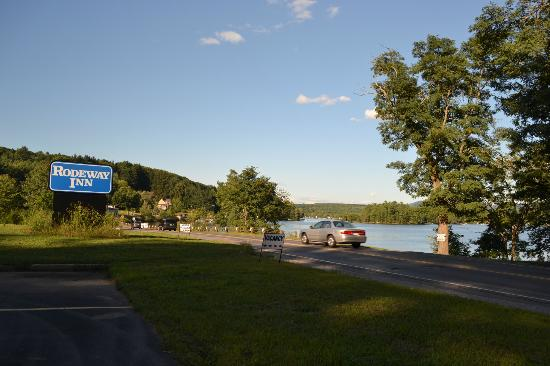 Travelodge Tilton/lake Winnisquam: view from thefront parking lot