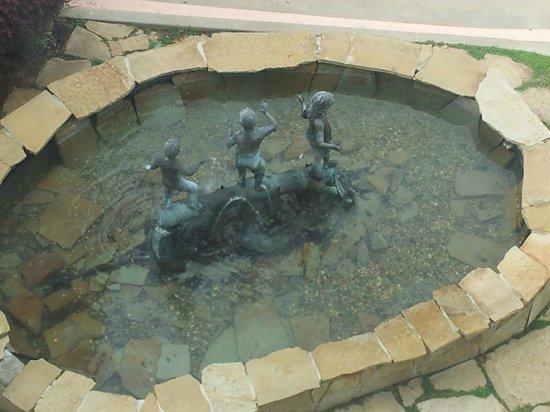 Comfort Suites: kids love it water fountain