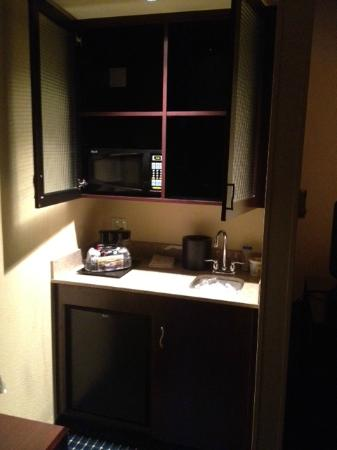 SpringHill Suites Fresno: Kitchenette