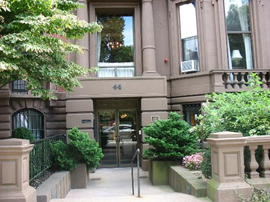 The College Club of Boston: The front of the building