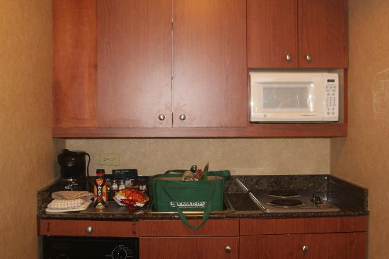 Homewood Suites by Hilton Lincolnshire: Small Kitchen area