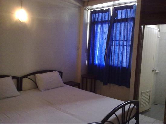 Chart Guesthouse & Restaurant : DOUBLE ROOM