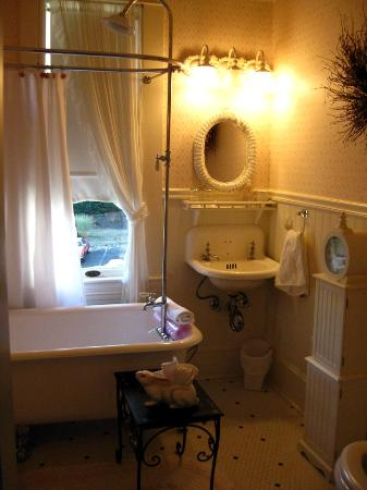 Sandes of Time Bed & Breakfast: Secret Garden Bathroom