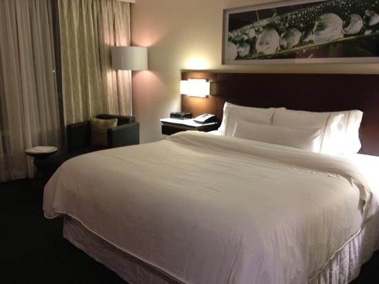 Westin Wall Centre Vancouver Airport: lovely, quality bedding