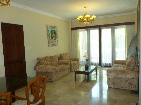 Hotel Kumala Pantai: loungeroom