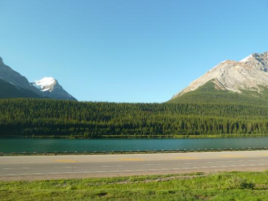 The Great Divide Lodge : (left) Mount Victoria, (right) Catherdral Mountain, Wapta Lake