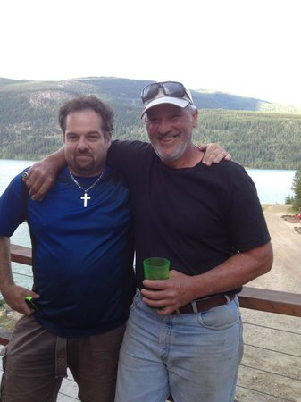 Kinbasket Lake Resort: Brett and Rick Chartraw 5 time stanley cup winner (see ring) Very Impressed!