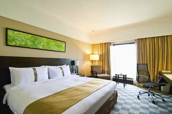 Holiday Inn Kuala Lumpur Glenmarie: Deluxe Room King Bed