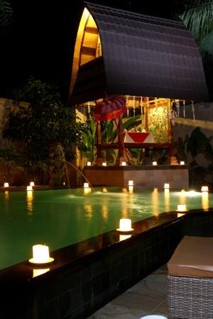 Sri Phala Resort & Villa: Romantic dinner at pool side gazebo