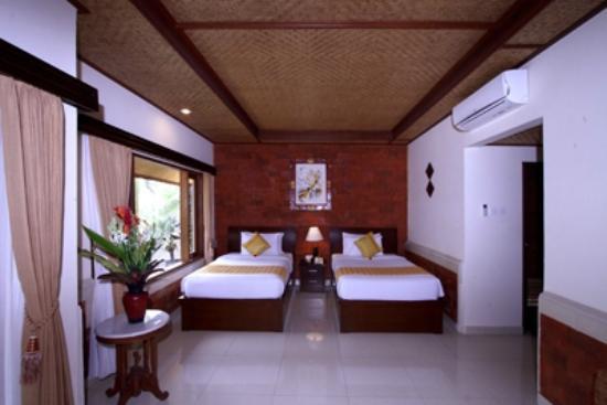 Sri Phala Resort & Villa: Pool side gazebo