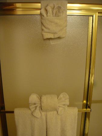 Heritage Inn: Towel Origami