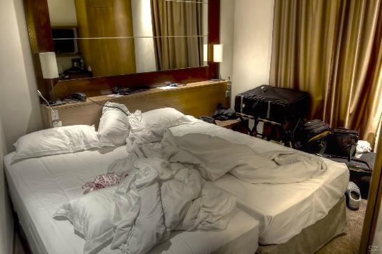 Holiday Inn Paris Elysées : Twin bed hotel room