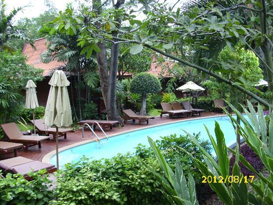 Baan Duangkaew Resort: Pool