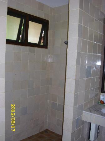 Baan Duangkaew Resort : Dusche