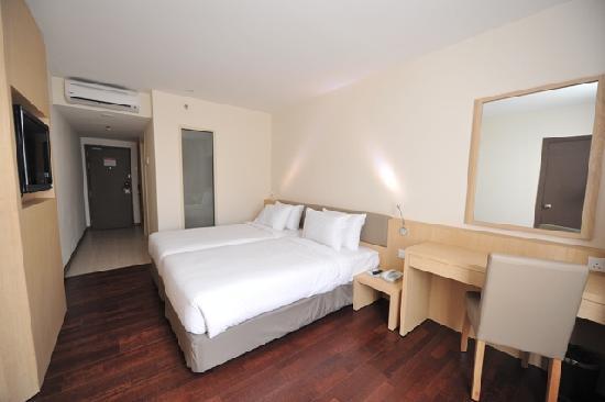 Rocana Hotel Kuantan : Clean, sleek and modern room - value for money.