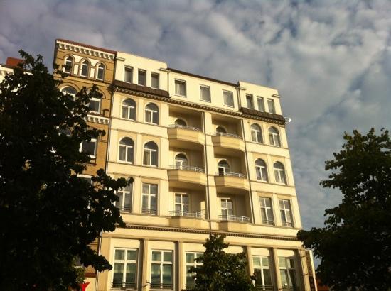 Novum Hotel Hamburg Stadtzentrum: looks ok if you ignore the ground floor !