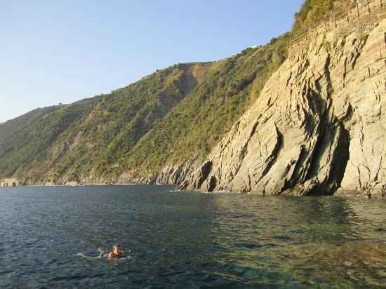 Alla Porta Rossa: Swimming in the next cove along, accessed from the boat ramp