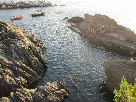 Alla Porta Rossa: Swimming from the direct cove, in front of Manarola